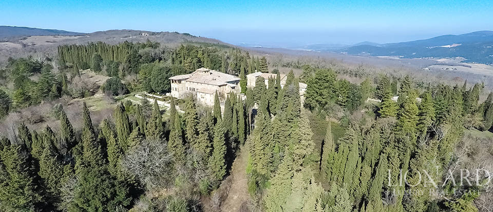 Luxury Property in Tuscany - Villa in Siena Image 8