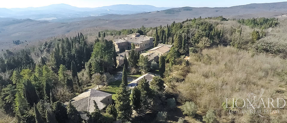 Luxury Property in Tuscany - Villa in Siena Image 13