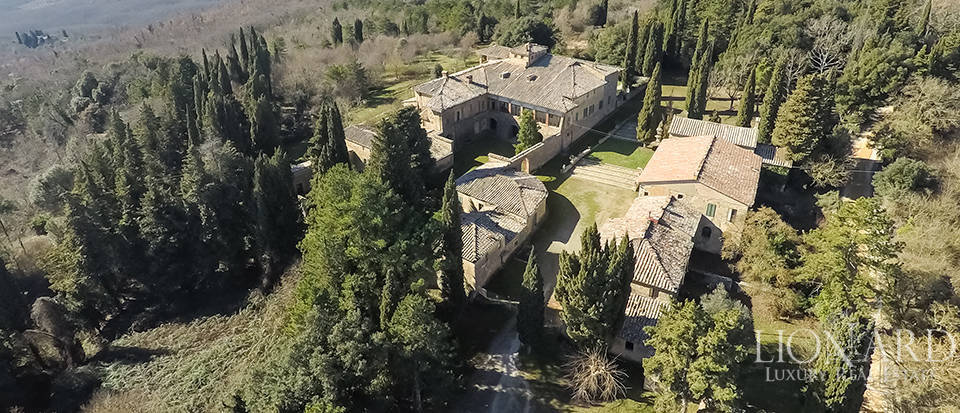 Luxury Property in Tuscany - Villa in Siena Image 14