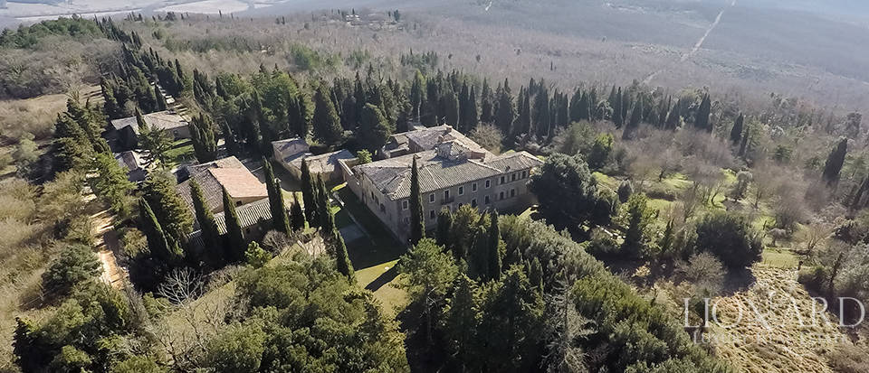 Luxury Property in Tuscany - Villa in Siena Image 17
