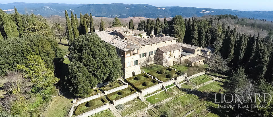 Luxury Property in Tuscany - Villa in Siena Image 24