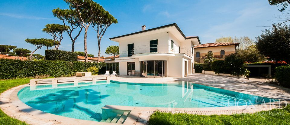 Villas en venta en Forte dei Marmi - Real Estate Luxury Image 1