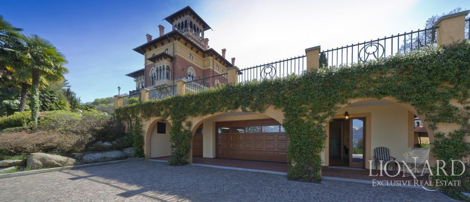 Luxury villa in lake maggiore with view of the lake lionard for Lionard luxury real estate