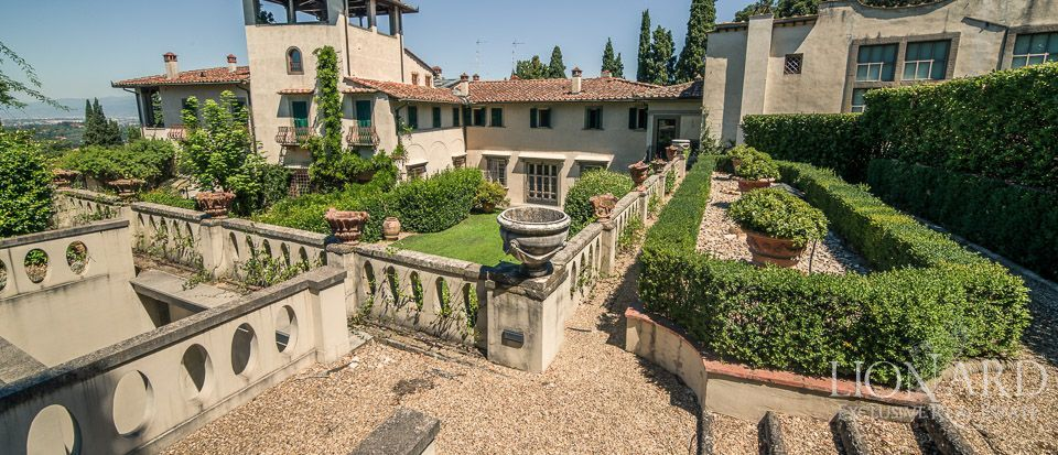 Luxury villa for sale in florence in elegant area lionard for Real estate in florence italy