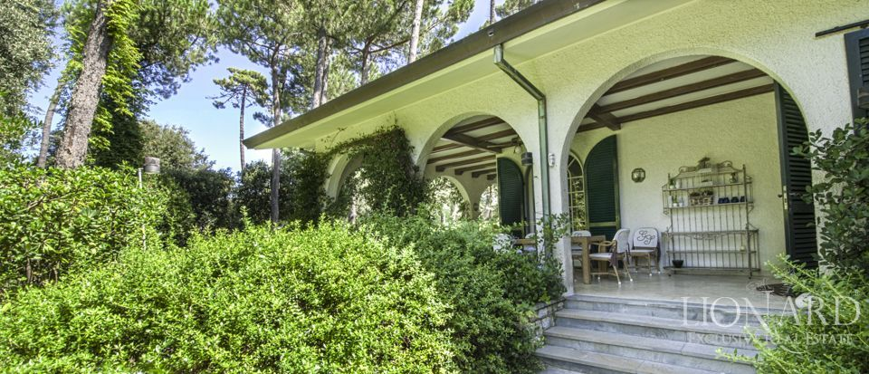 VILLA FOR SALE IN FORTE DEI MARMI a few steps from the sea Image 1