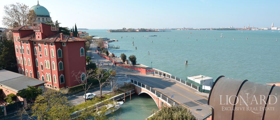 VILLA FOR SALE IN VENICE with panoramic view of the laguna Image 1