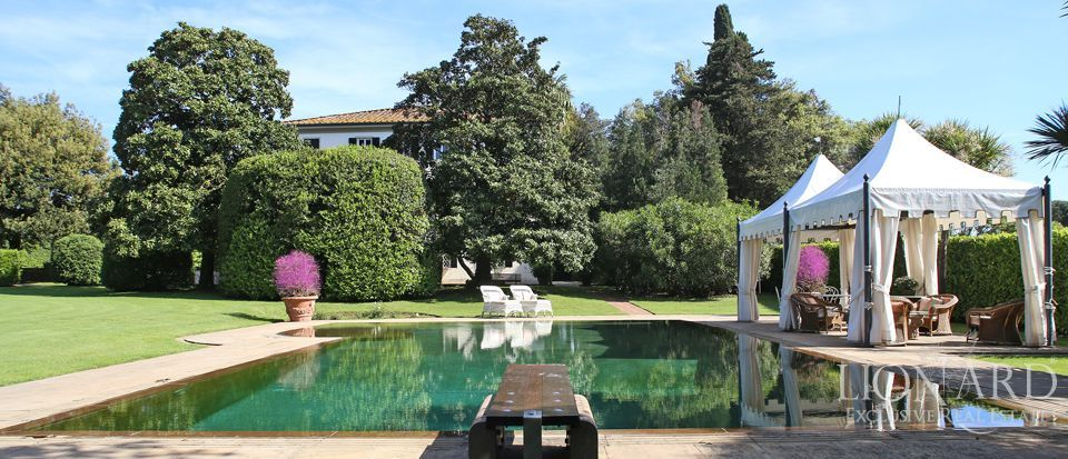 Historic villas for sale in Lucca Image 1