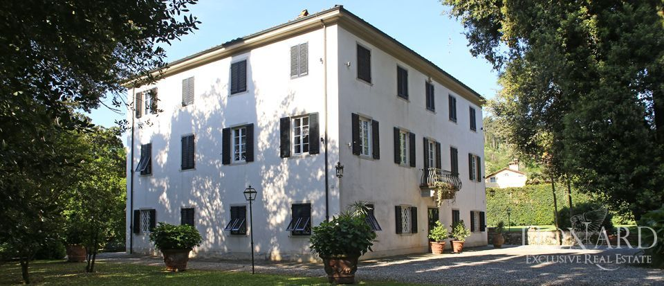Historic villas for sale in Lucca Image 7