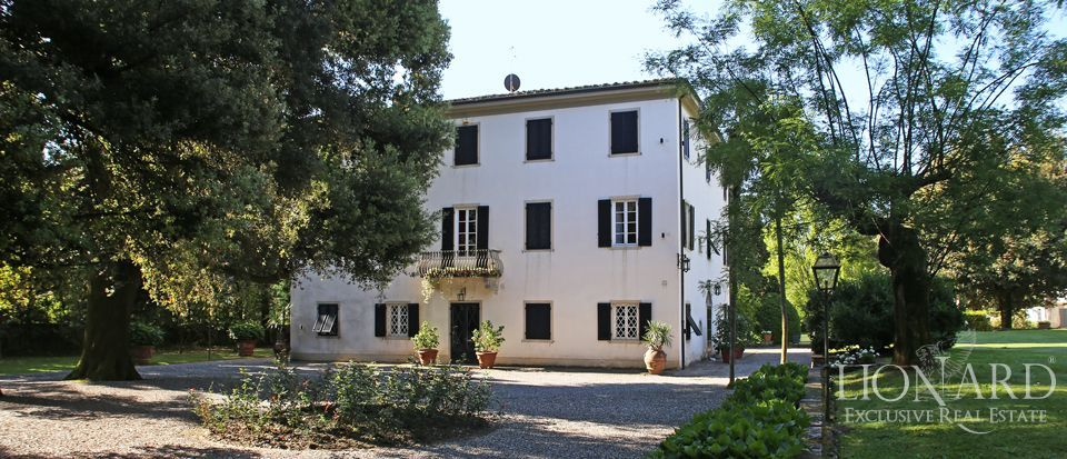 Historic villas for sale in Lucca Image 4