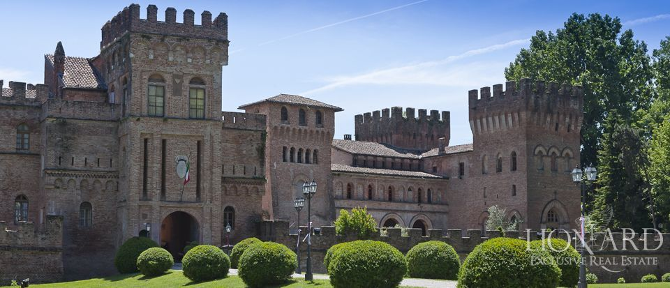 Castle for sale in Milan Image 4