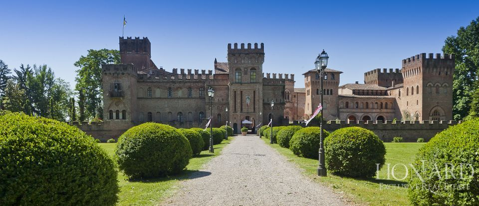 MAGNIFICENT CASTLE FOR SALE IN LOMBARDY Image 1