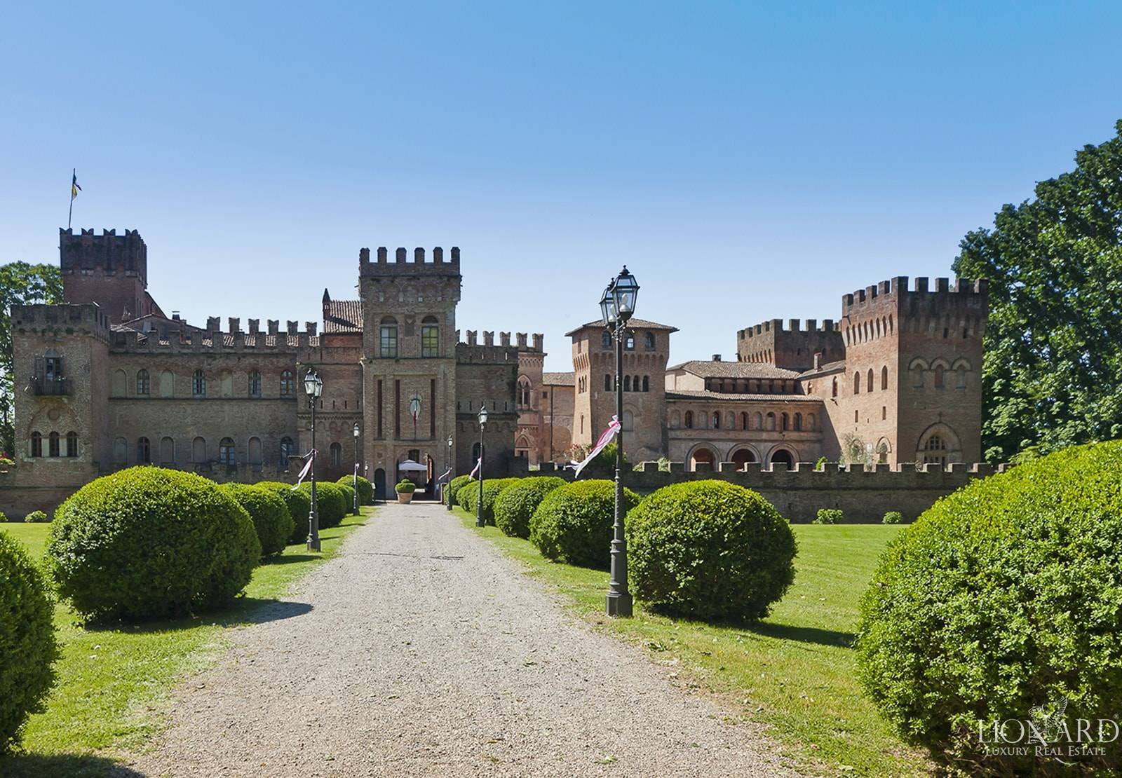 Castle for sale in Milan