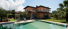 luxury villa for sale in forte dei marmi 1