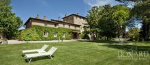 splendid farm house for sale in tuscany