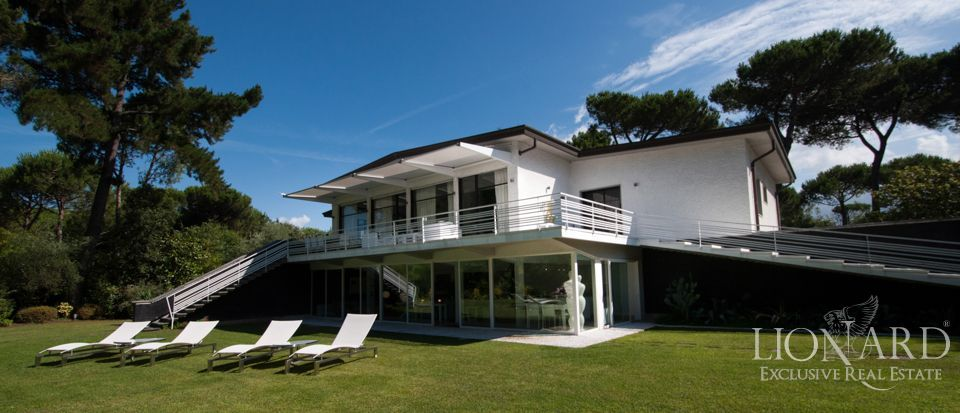 modern luxury villa for sale in forte dei marmi