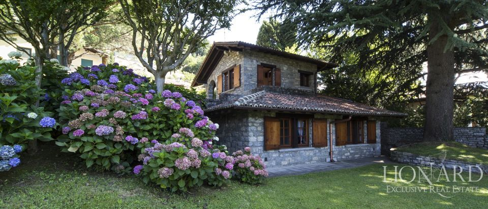 Luxury villa on Lake Como Image 29