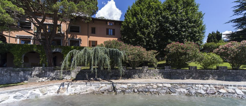 Luxury villa on Lake Como Image 4