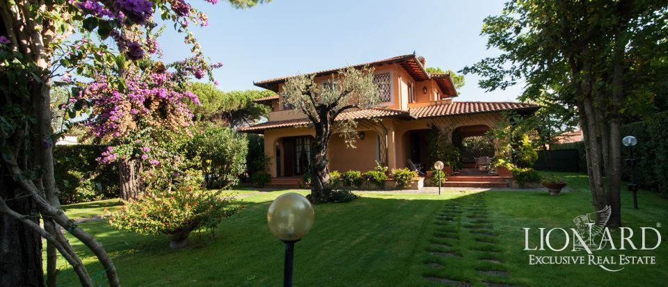 Luxury charming villa in forte dei marmi lionard for Foto di villette