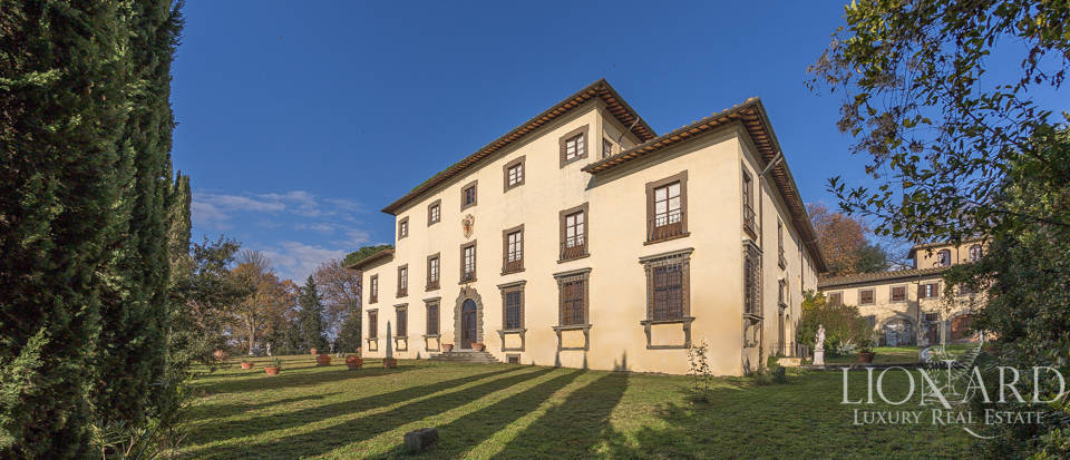 LUXURY VILLA FOR SALE BY FLORENCE with historical value Image 1