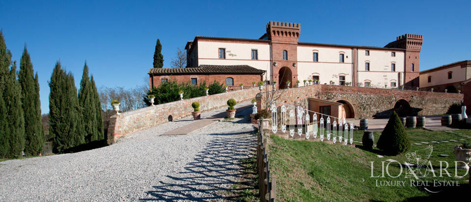 CASTLE FOR SALE IN SIENA, TUSCANY Image 1