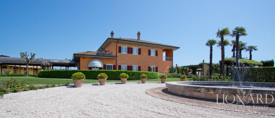 Seaside Luxury Villa in the Marche Image 1