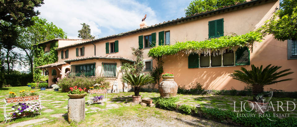luxurious 1700s villa in lucca
