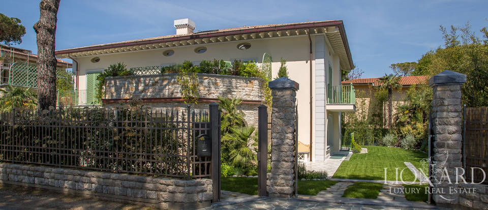 luxury home in the heart of forte dei marmi
