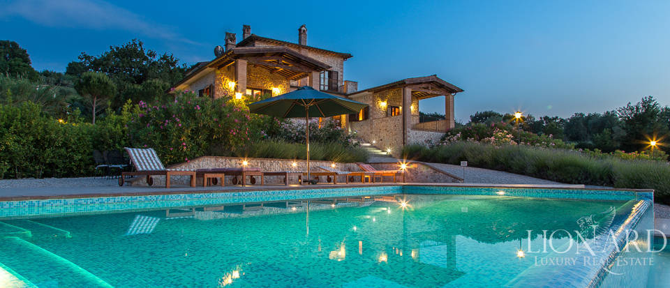 elegante luxusvilla mit pool in umbrien