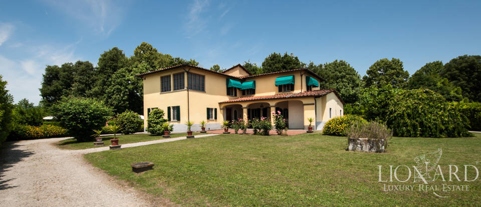 elegant luxury villa with pool for sale in lucca
