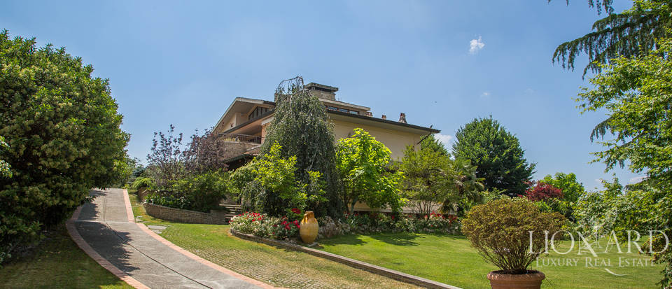 luxury villa with pool in arezzo