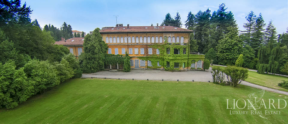 Luxury villas in Lombardy Image 1