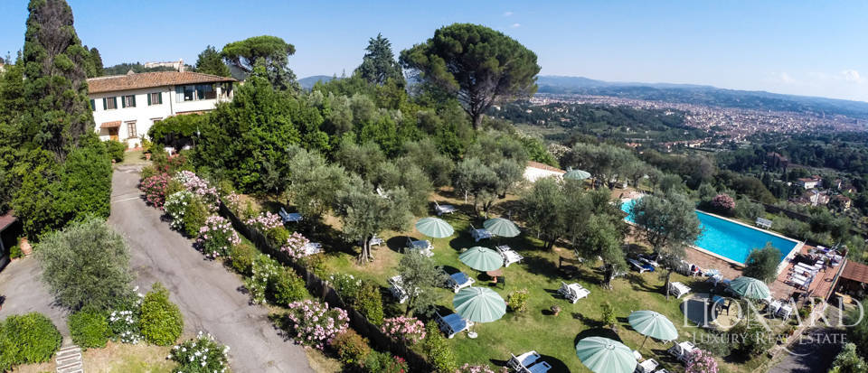Luxury Villa for Sale with View of Florence  Image 1