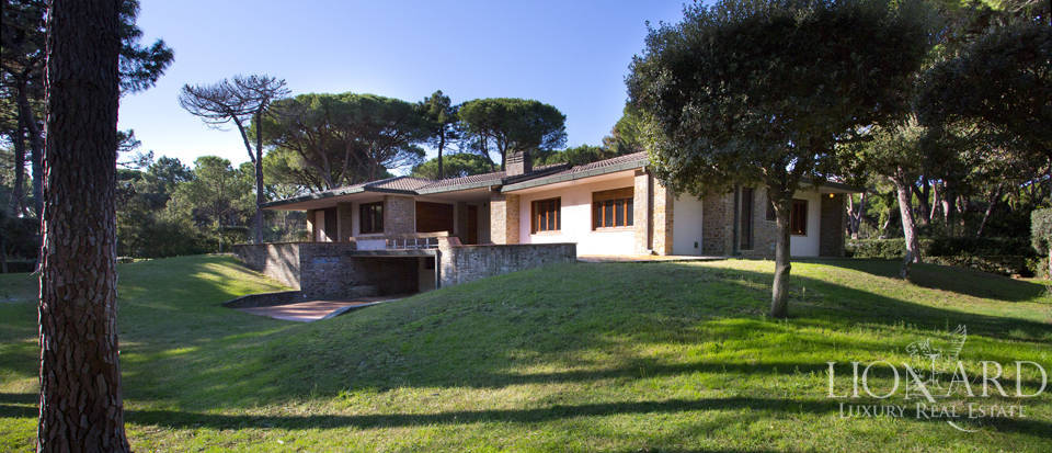 Splendid Luxury Villa a Pine Forest Roccamare