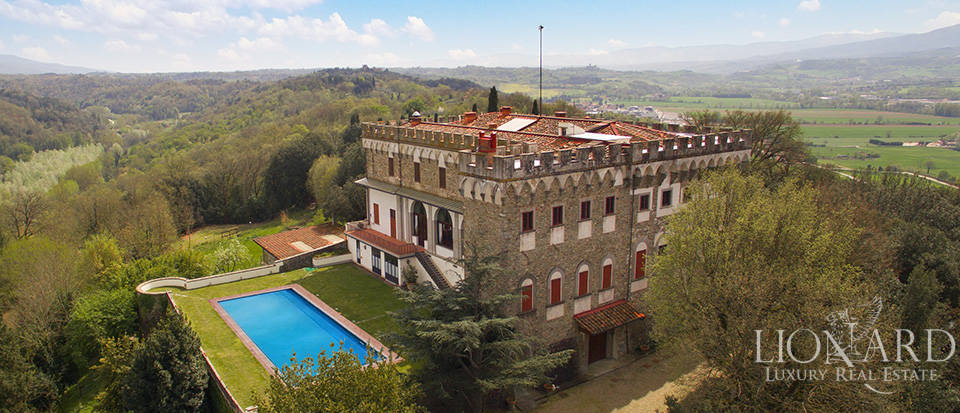 Magnificent castle for sale on the Florentine hills