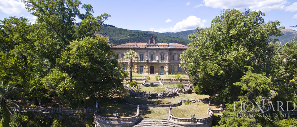 Majestic luxury villa for sale in Florence
