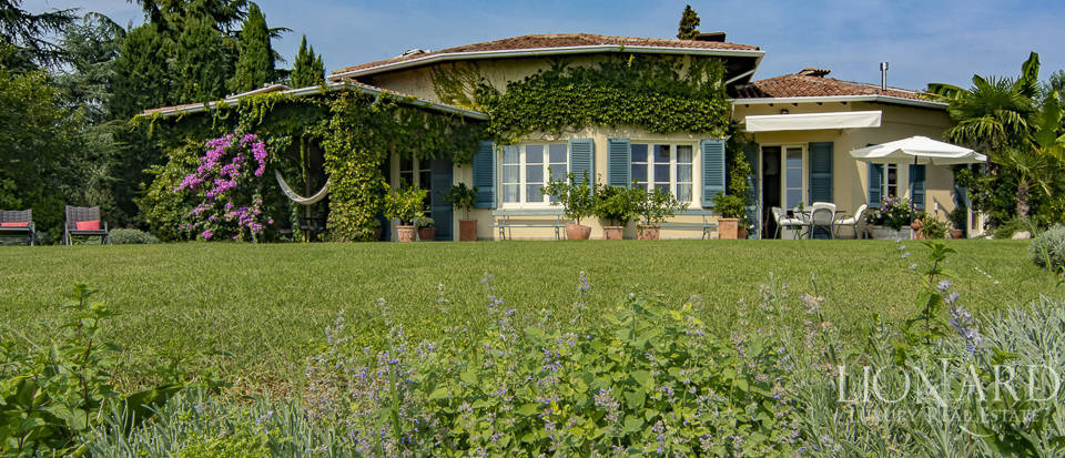 Magnificent villa by Lake Garda for sale