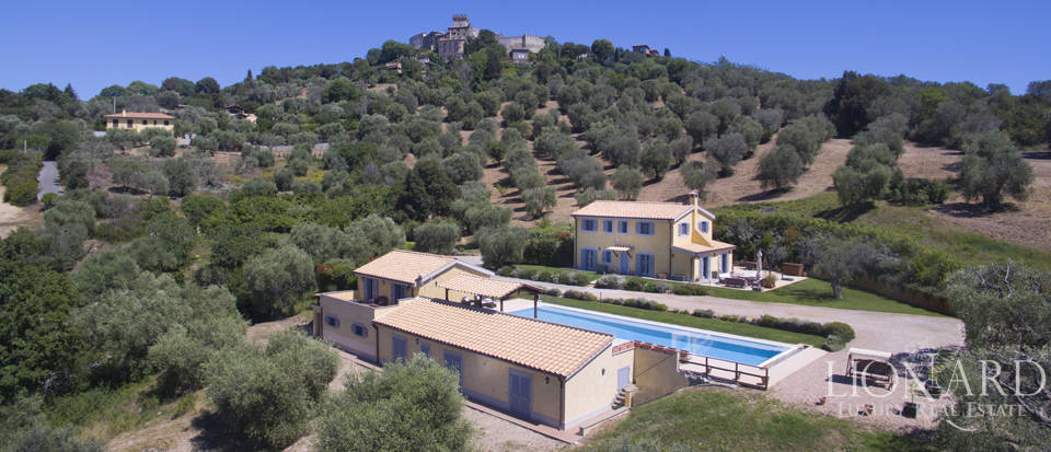 Wonderful farmstead for sale in Capalbio
