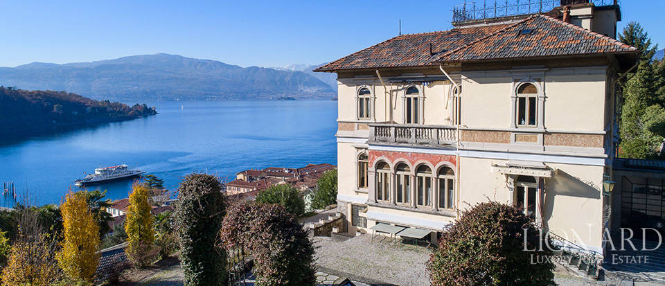 Art-nouveau villa with an extraordinary lake-view