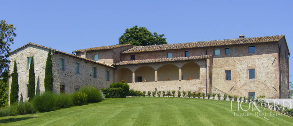 Luxury villa for sale near Siena
