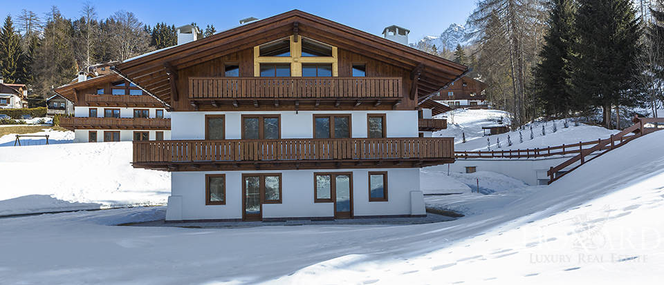 Wonderful chalet for sale in Cortina