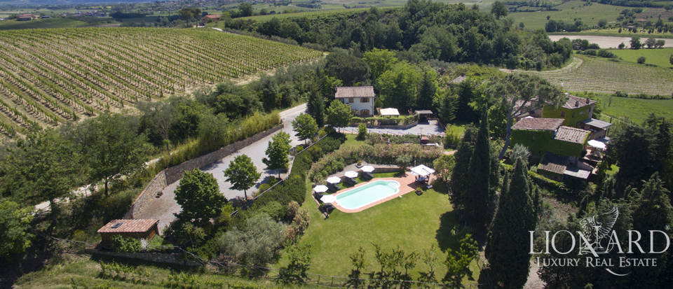 Farmstead for sale on Montepulciano's hills