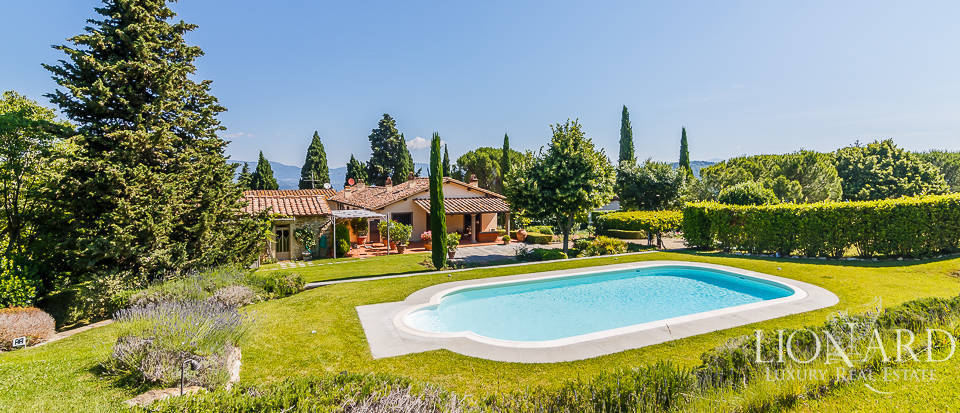 Luxury villa with swimming pool near Florence