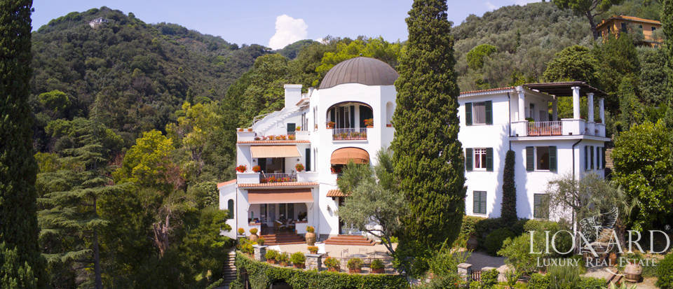 Apartment with view of the Ligurian sea for sale