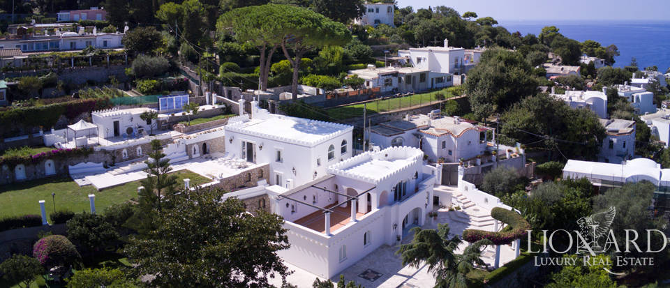 Spectacular villa with view over Capri's sea for sale