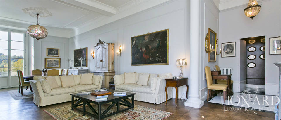 Exclusive apartment for sale by the river Arno in  Florence