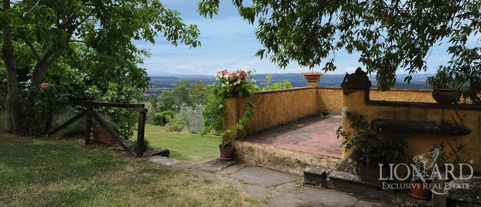 Rustic property for sale in tuscany lionard for Lionard luxury real estate