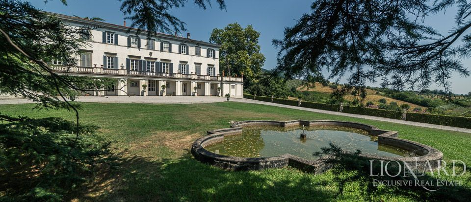 Luxury Historic Villa For Sale in Lucca