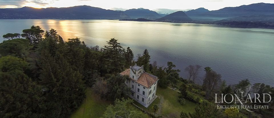 Luxury villa on Lake Maggiore by the shore