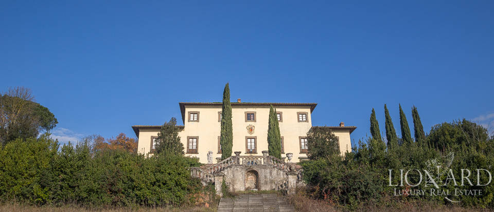 LUXURY VILLA FOR SALE BY FLORENCE with historical value