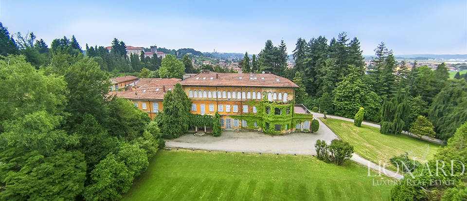 Historic Luxury Villa for Sale in Varese